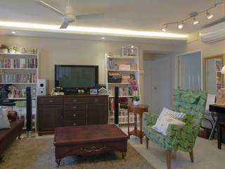 Pandan Garden Renovation:  Living room by Designer House,Classic