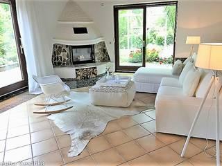 Salones de estilo  de Münchner home staging Agentur GESCHKA, Rural