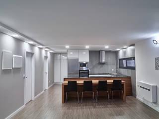 Casa modular Comedores de estilo moderno de ClickHouse Moderno