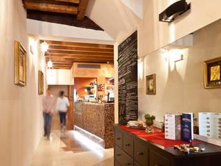 Cocinas de estilo moderno de micheladesalvadori architetto Moderno