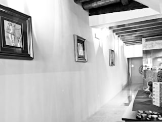 RESTAURO E DESIGN D'INTERNI DI UNA PIZZERIA Ingresso, Corridoio & Scale in stile moderno di micheladesalvadori architetto Moderno