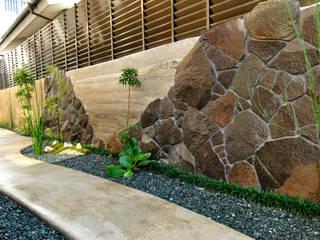 Modern Garden by 作庭処 植徳 Modern
