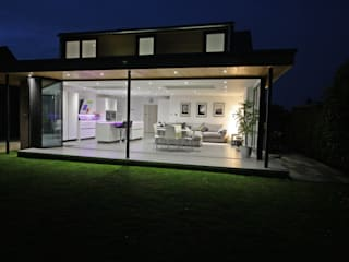 Retractable Glass Walls with SunSeeker UltraSlim Doors on Contemporary Extension Modern houses by SunSeeker Doors Modern