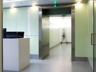 UNIDADE DE RADIOTERAPIA HOSP. STª MARIA Hospitais modernos por fernando piçarra fotografia Moderno