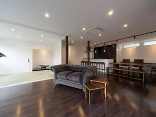 Gate Garage® 月遊居 和風デザインの リビング の フォーレストデザイン一級建築士事務所 和風