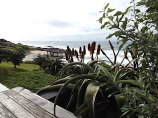 Beach Home:  Garden by Simon Clements: Garden & Landscape Design
