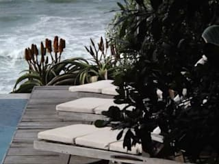 Beach Home:  Garden by Simon Clements: Garden & Landscape Design, Modern