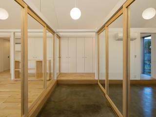 에클레틱 복도, 현관 & 계단 by hm+architects 一級建築士事務所 에클레틱 (Eclectic) 콘크리트