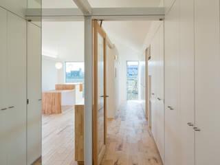 에클레틱 복도, 현관 & 계단 by hm+architects 一級建築士事務所 에클레틱 (Eclectic) 우드 + 플라스틱