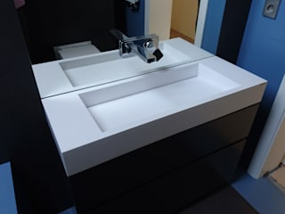 Nowoczesne łazienka z umywalką z odpływem liniowym Nowoczesna łazienka od Luxum Nowoczesny