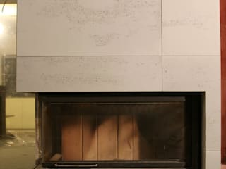 Obudowa kominka z betonu architektonicznego Nowoczesny salon od Luxum Nowoczesny