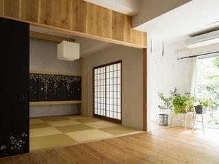 6th studio / 一級建築士事務所 スタジオロク Salas de estilo moderno Madera