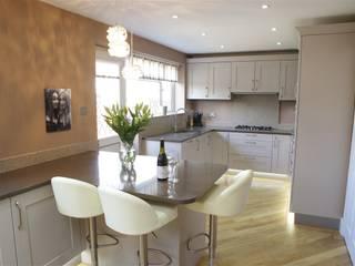 Light and Elegance Nhà bếp phong cách hiện đại bởi PTC Kitchens Hiện đại