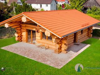 Holzhaus aus der Luft mit Drohne:   von SkyOptix UG