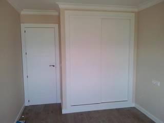 Puertas Madegar Modern style bedroom