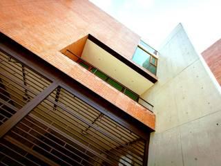 Lozano Arquitectos Balcon, Veranda & Terrasse industriels Béton