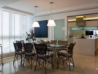 Apartamento em Porto Alegre Salas de jantar rústicas por Liane Mazeron Rump Arquitetura Rústico