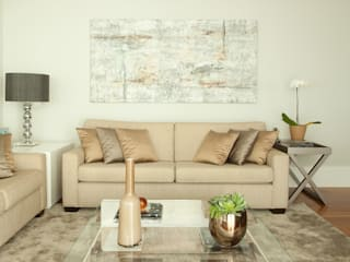 Apartamento na Vila Olímpia, São Paulo: Salas de estar  por Liliana Zenaro Interiores,