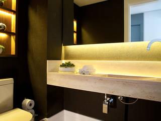 Liliana Zenaro Interiores Modern bathroom Purple/Violet