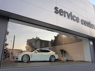STAND PORSCHE MATOSINHOS Stands de automóveis modernos por fernando piçarra fotografia Moderno