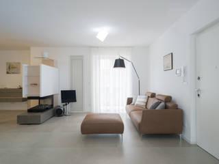 Modern living room by Mario Ferrara Modern