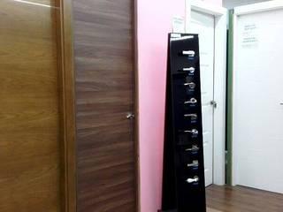 Nuestros productos Puertas y ventanas de estilo moderno de Puertas Calvente SL Moderno