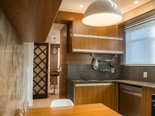 Cozinha Apto. Bom Fim: Cozinhas  por Studio ARKH,Moderno