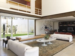 Modern Living Room by Lanza Arquitetos Modern
