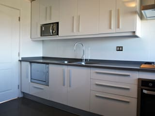 ESTUDIO BASE ARQUITECTOS Kitchen White