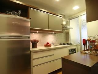 AP. SERENITÁ - 2012 - COZINHA: Cozinhas  por AND Arquitetura