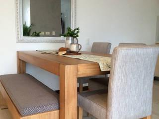 Cristina Cortés Diseño y Decoración Dining roomTables Wood