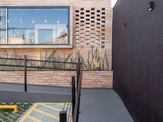 Nóz Café e Pães  : Casas  por Vertentes Arquitetura,Rústico