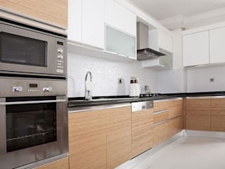 homify Modern kitchen Wood Brown