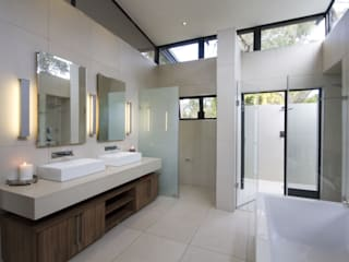 Let The Light In: modern Bathroom by Spiro Couyadis Architects