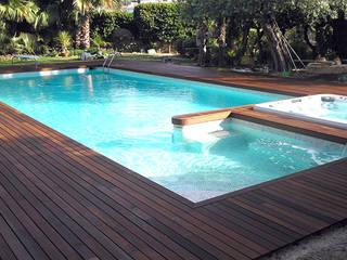 Piscina in stile in stile Tropicale di Novodeco