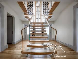 Contemporary Staircase Design Dewsbury Bisca Staircases Pasillos, vestíbulos y escaleras de estilo moderno Madera