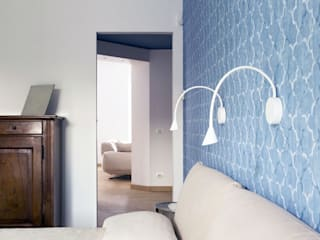 CAMERA PADRONALE : Camera da letto in stile in stile Moderno di Luigi Brenna Architetto