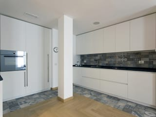 CUCINA A SCOMPARSA : Cucina in stile in stile Moderno di Luigi Brenna Architetto
