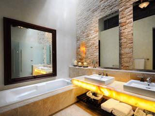 Baños de estilo  de Ancona + Ancona Arquitectos