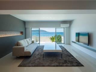 Moderne Wohnzimmer von 有限会社ミサオケンチクラボ Modern