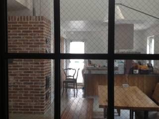 묵리주택 건축사사무소 리임 모던스타일 다이닝 룸 벽돌