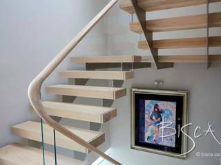 Multiflight Stair Design 4669 Bisca Staircases Pasillos, vestíbulos y escaleras de estilo moderno