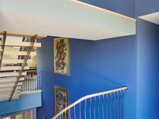 Complementary Stairs in Glasgow New Build Bisca Staircases Pasillos, vestíbulos y escaleras de estilo clásico