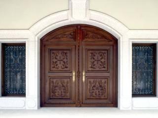 Portas de madeira  por Conely