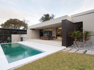 Modern Houses by Spiro Couyadis Architects Modern