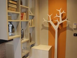 INTERNI RD: Ingresso & Corridoio in stile  di Architetto Monica Becchio
