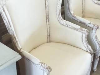 Sofá francés estilo Luis XV:  de estilo  por Dos Lunas Deco