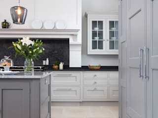 Kitchen by Lewis Alderson, Classic