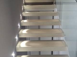 Unifamiliar Adosada en Villanueva de La Cañada (Madrid) Pasillos, vestíbulos y escaleras de estilo moderno de MODULAR HOME Moderno
