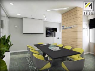 Sala konferencyjna w biurowcu od Kreska. Studio projektowania wnętrz.